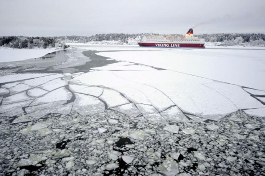 Toute la journée de jeudi, les brise-glaces aidés... (Photo: AFP)