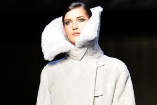 Un modèle du designer Max Mara présenté lors... (Photo: AFP)