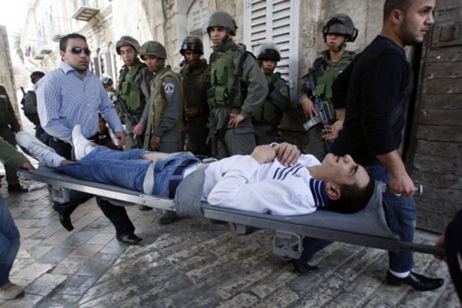 Plus d'une dizaine de manifestants, dont ce jeune... (Photo: Reuters)