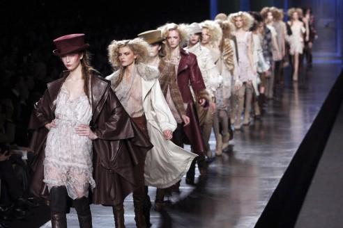 Le défilé de Dior à Paris... (Photo: AFP)