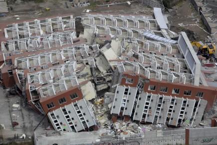 Les travaux de reconstruction des... (Photo: Natacha Pisarenko, AP)