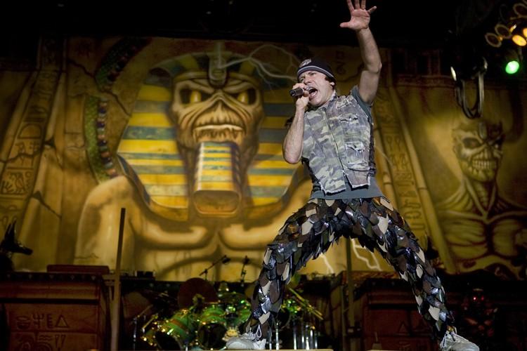 Le chanteur d'Iron Maiden, Bruce Dickinson, lors du... (Photo: Robert Skinner, La Presse)