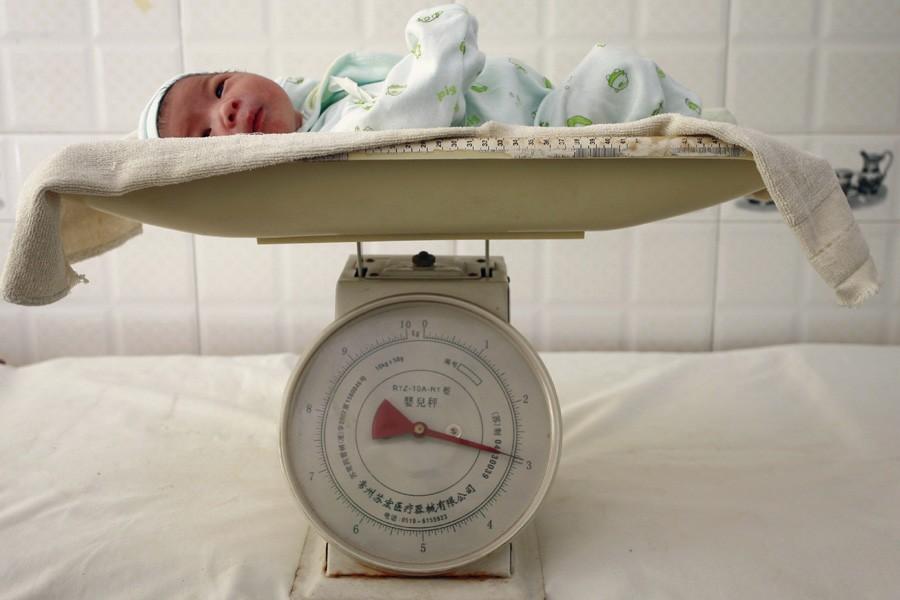 Alors que les naissances sont en baisse chaque... (Photo: Archives Reuters)