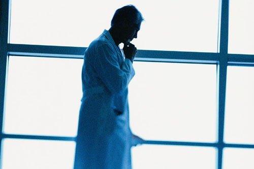 Les guérisseurs reçoivent souvent en sarrau blanc, parfois... (Photothèque La Presse)