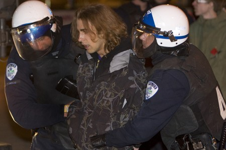 La manifestation contre la brutalité policière s'est soldée... (Photo: Robert Skinner, La Presse)