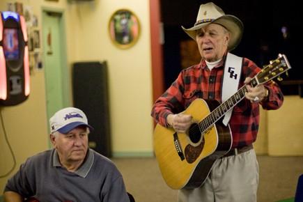 George Hill, une légende vivante de Kahnawake.... (Photo David Boily, La Presse)