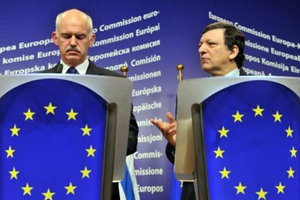 Le premier ministre grec George Papandreouet le président... (Photo AFP)