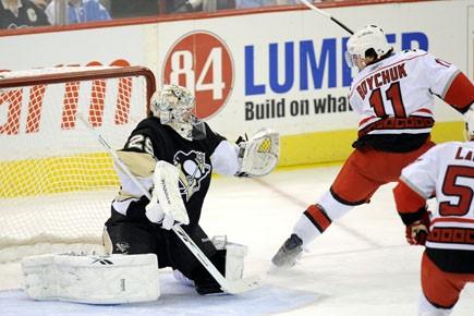 Jamie McBain a inscrit son premier but dans la LNH avec moins... (Photo: AP)