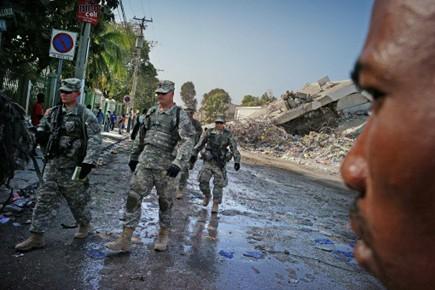 Au plus fort des opérations internationales d'aide humanitaire,... (Photo: OLIVIER LABAN-MATTEI, AFP)