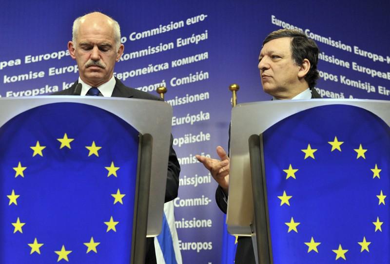 Georges Papandréou, premier ministre de la Grèce, et... (Photo AFP)