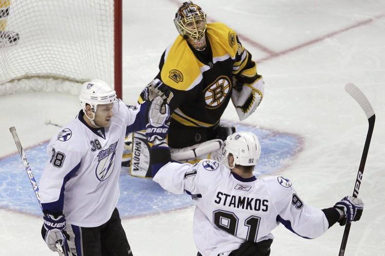 Deux buts de Steven Stamkos (à droite) ont... (Photo: AP)