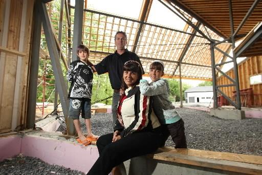 Denis Brault, Danielle Chevalier et leurs deux enfants,... (Photo: Martin Chmaberland, archives La Presse)