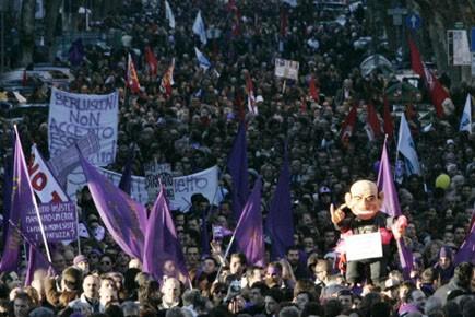 Le «No Berlusconi Day», le 5 décembre 2009... (Photo: Riccardo De Luca, Archives AP)
