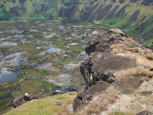 Le lac du cratère du volcan Rano Kau est fort impressionnant. | 1 mars 2011