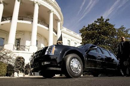 La limousine d'Obama devant sa belle demeure blanche.... (Photo Reuters)