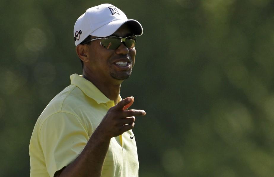 Tiger Woods de retour sur les verts.... (PHOTO: CHARLIE RIEDEL, AP)