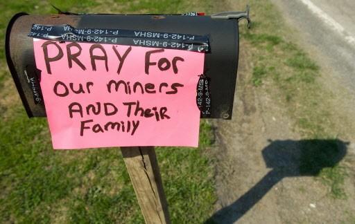 «Priez pour nos mineurs», une affiche parmi tant... (Photo: AFP)