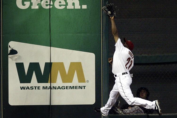 Michael Bourn, des Astros, a effectué un attrapé... (Photo: AP)