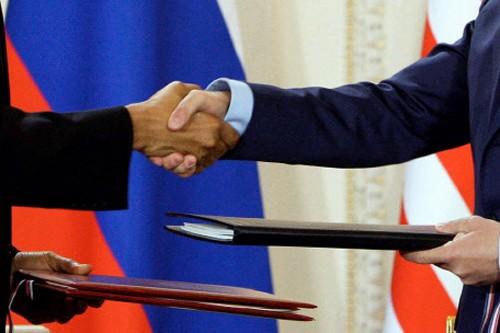 Les présidents américain Barack Obama et russe Dmitri... (Photo: AFP)