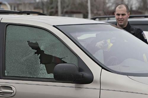 Armé d'un pistolet de départ, un homme a... (Photo: Patrick Sanfaçon, La Presse)