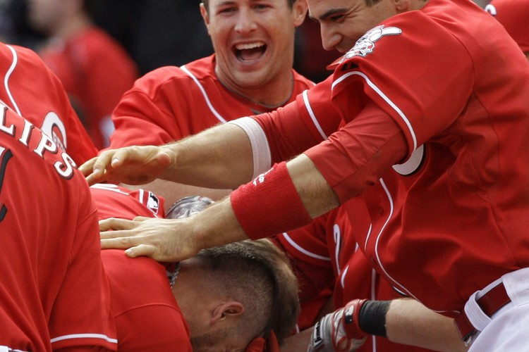 Les joueurs des Reds se sont rués sur... (Photo: AP)
