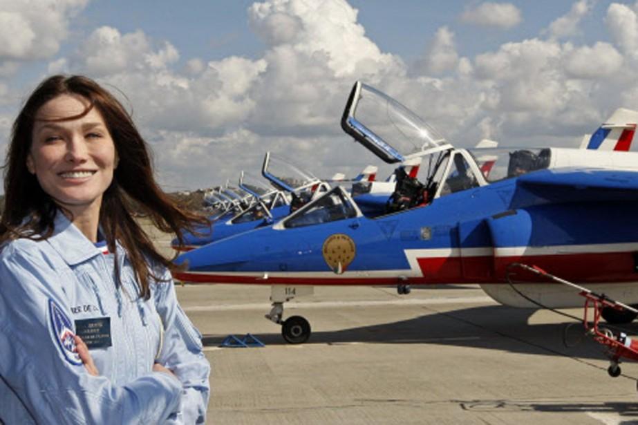 Carla Bruni a enfilé le costume des pilotes... (Photo: Reuters)