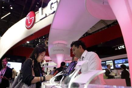 Le fabricant sud-coréen LG lance son téléphone... (Photo: Steve Marcus, Reuters)