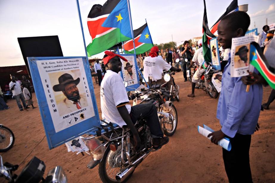 Des supporters du vice-président Salva Kiir profitent des... (Photo: AFP)