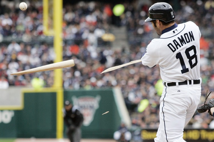 Johnny Damon, des Tigers, a brisé son bâton... (Photo: AP)
