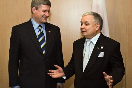 Le premier minstre canadien Stephen Harper et le... (Photo: Andrew Vaughan, Archives PC)