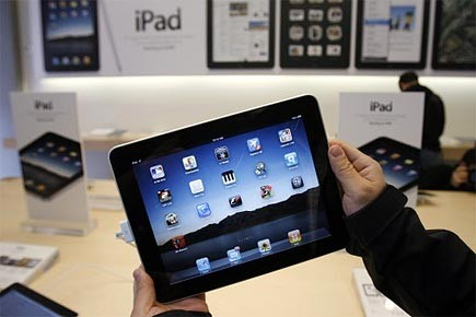 La plate-forme iAd permet aux développeurs de logiciels... (Photo: AP)