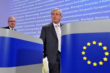 Le président de l'Eurogroupe Jean-Claude Juncker (à droite)... (Photo: AFP)