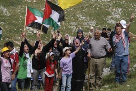 Des Palestiniens manifestent contre la poursuite de la... (Photo: JAAFAR ASHTIYEH, Archives AFP)