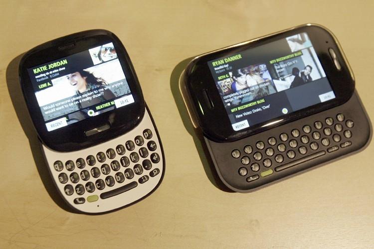 Le nouveau téléphone Kin de Microsoft... (Photo: AP)