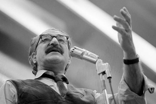 Michel Chartrand  s'adresse à une foule réunie... (Photo: Archives La Presse)