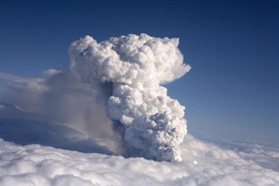 Le volcan devrat rester en activité pendant au... (Photo: Reuters)