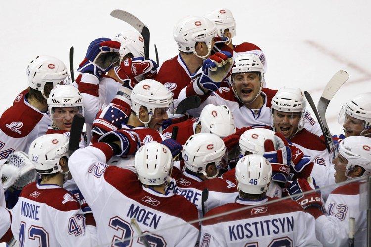 Les joueurs du Canadien ont sauté sur la... (Photo: Reuters)