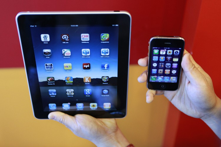 Le iPad et le iPhone d'Apple... (Photo: AP)