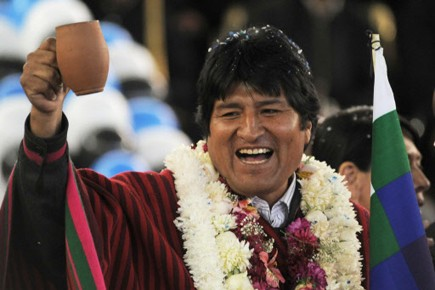 Evo Morales, en visite à Colomi pour inaugurer... (Photo Reuters)