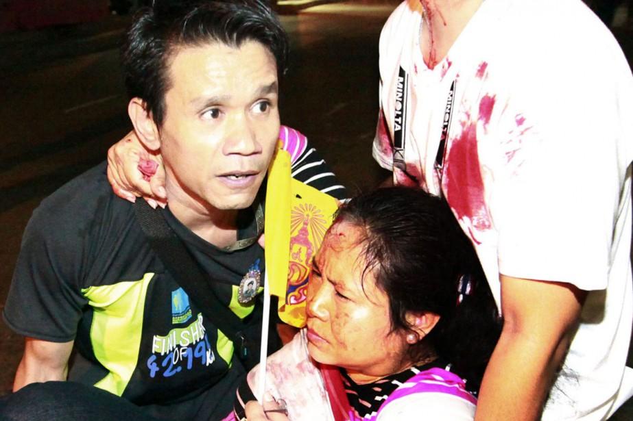Branle-bas de combat pour évacuer les blessés à... (Photo: Reuters)