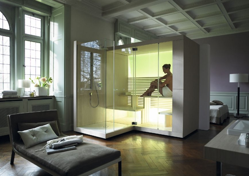 Le groupe de design EOOS s'est inspiré d'un modèle archaïque, une hutte de sudation, pour créer le premier sauna de Duravit : Inipi. La paroi arrière en verre se transforme en mur de lumière, car des rangées de DEL l'éclairent par le bas. Une douche peut être accolée ou pas. Le parement de bois du sauna Inipi assure une meilleure intégration dans la maison. | 30 mars 2011
