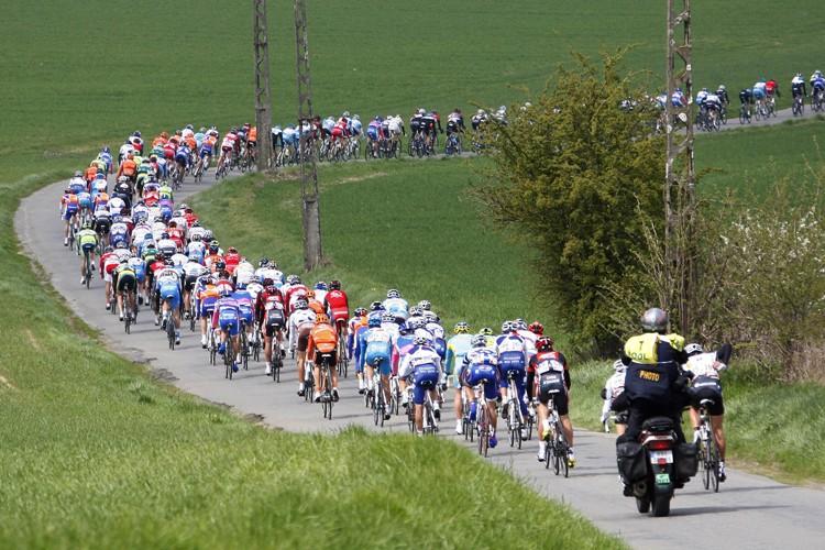 Trois coureurs cyclistes qui ont participé mercredi dernier à... (Photo: Reuters)