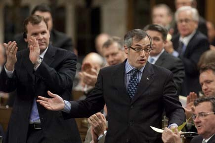 Le ministre de l'Industrie Tony Clement a affirmé... (Photo: Pawel Dwulit, PC)