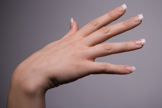 Depuis les ongles autocollants, au gel brillant, en passant par... (Photos.com)
