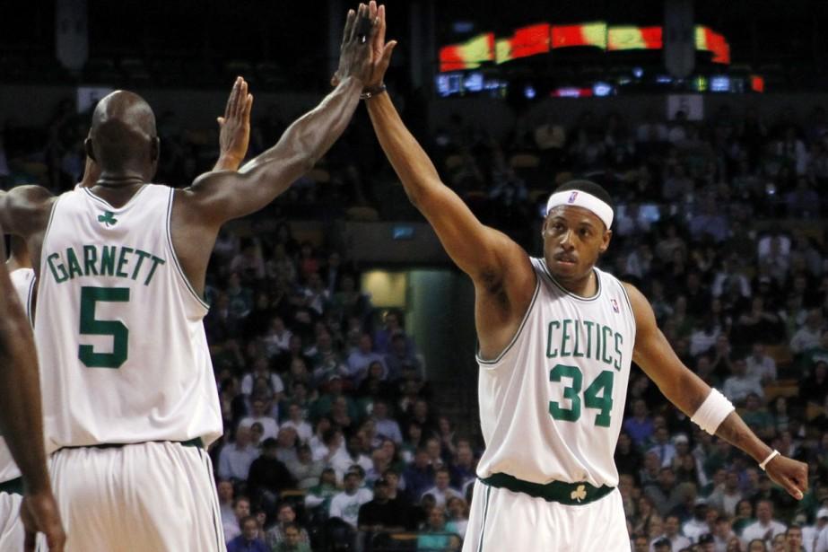 Paul Pierce et Kevin Garnett, des Celtics de... (Photo: Reuters)