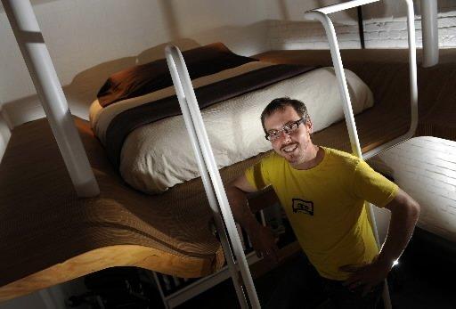 Intitulé Lignes aériennes, cet aménagement a pris forme dans un loft de 700 pieds carrés, à Montréal. Surtout, il a valu à l'architecte Laurent McComber (et son associé de l'époque Justin Duchesneau) un Prix d'excellence de l'Ordre des architectes du Québec, catégorie aménagement intérieur (résidentiel), en 2009. | 30 mars 2011