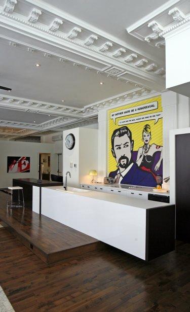 Le designer d'intérieur Christian Bélanger a réussi à créer un aménagement contemporain et convivial, tout en préservant l'esprit commercial de l'édifice d'origine: une ancienne succursale de la Banque d'épargne | 30 mars 2011