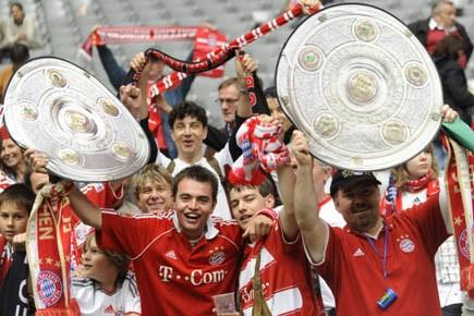 Des supporters du Bayern Munich expriment leur joie... (Photo AFP)