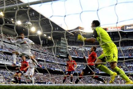 Cristiano Ronaldo marque un but.... (Photo AFP)