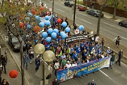 Des milliers de travailleurs ont manifesté hier contre... (Photo: David Boily, La Presse)